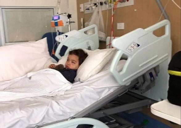 Chụp hình thấy mắt con có một viên bi nhưng vẫn chủ quan không cho con đi khám, bà mẹ chết lặng nghe tin sét đánh khi bệnh viện yêu cầu đưa bé trai đến hóa trị gấp - Ảnh 2.