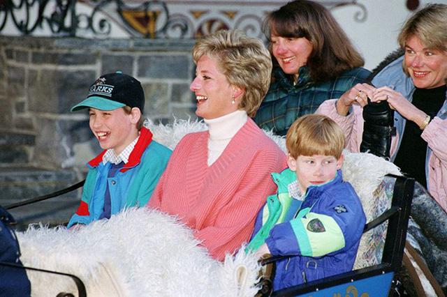 Ngày của Mẹ: Lại nhớ Công nương Diana lúc sinh thời, từng phá vỡ quy tắc Hoàng gia để tham gia cuộc chạy thi tại trường của các Hoàng tử khiến người hâm mộ nức lòng - Ảnh 11.