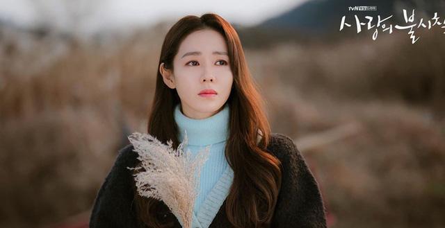 """Baeksang 2020 công bố đề cử: """"Hạ cánh nơi anh"""" chiếm 6 suất, Hyun Bin - Son Ye Jin """"hỗn chiến"""" với Park Seo Joon - Kim Hee Ae - Ảnh 3."""