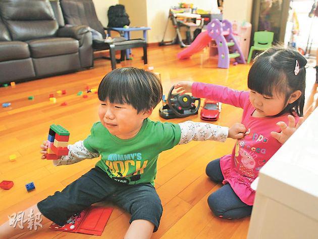 Tại sao trẻ em luôn thích lấy đồ chơi của bạn khác? | Báo dân sinh