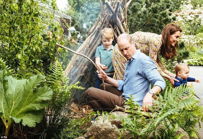Công nương Kate - người mẹ đặc biệt của hoàng gia, dạy 3 người con theo cách của riêng mình - Ảnh 5.