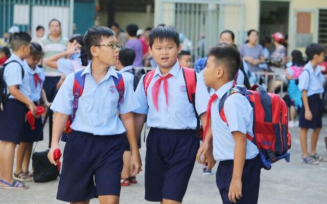 Những điều bố mẹ cần làm để giúp con dậy sớm đi học đúng giờ, quay lại nếp sinh hoạt đi học đều đặn như trước - Ảnh 1.
