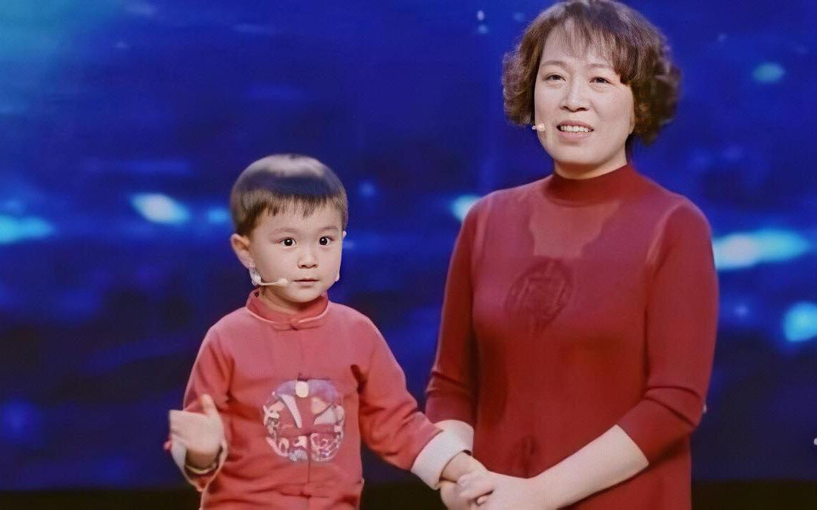 Cậu bé 5 tuổi gây sốt vì xinh trai như búp bê nhưng khả năng đặc biệt này mới là điều khiến cả nước kinh ngạc