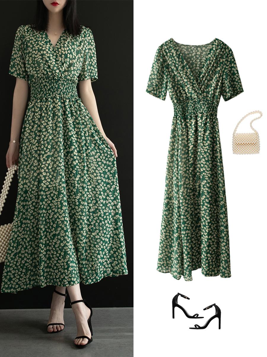 Diện váy liền họa tiết hoa rất dễ già đi, nhưng biết vài tips sau thì đảm bảo luôn trẻ xinh lung linh  - Ảnh 8.