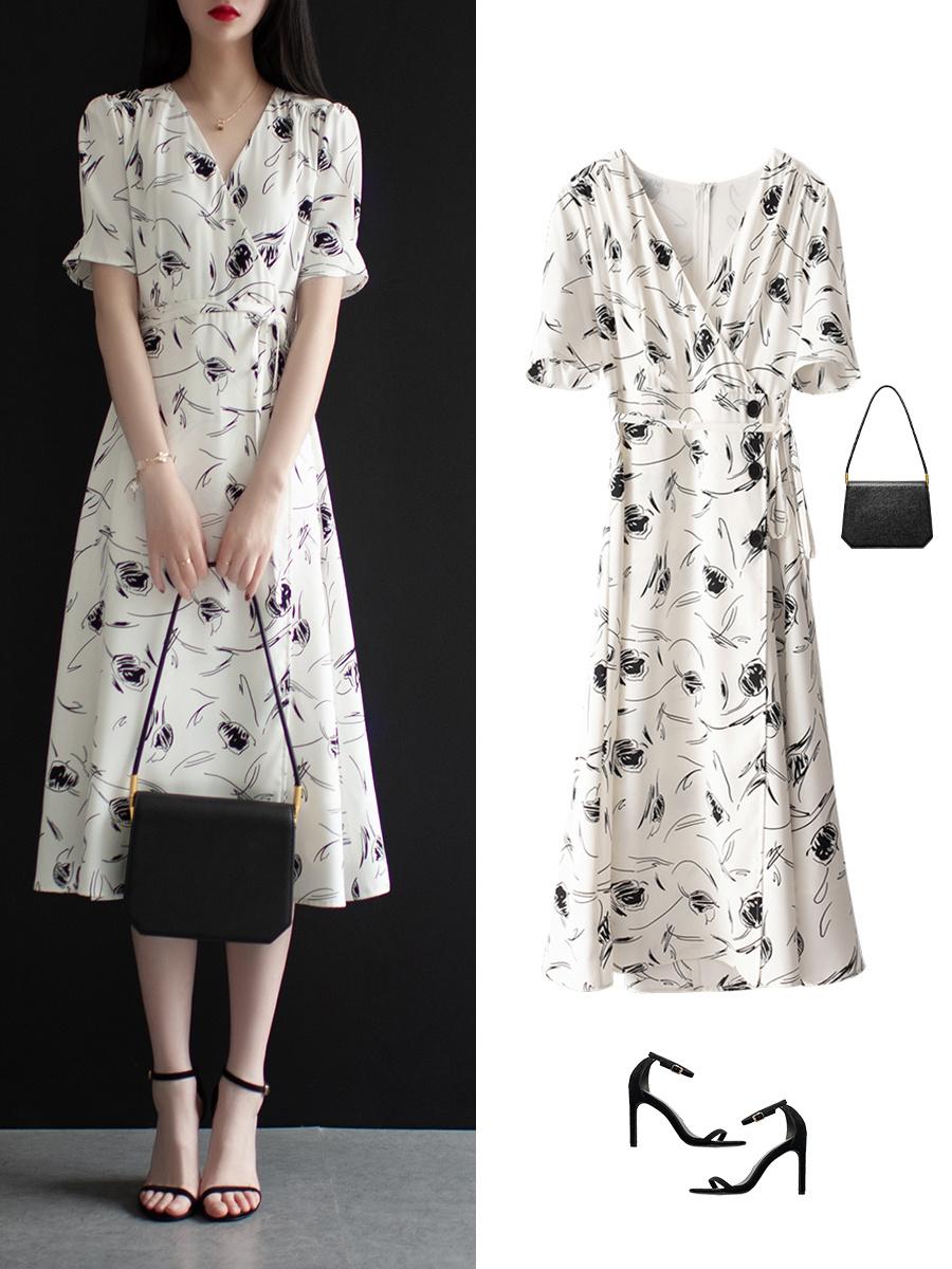 Diện váy liền họa tiết hoa rất dễ già đi, nhưng biết vài tips sau thì đảm bảo luôn trẻ xinh lung linh  - Ảnh 11.