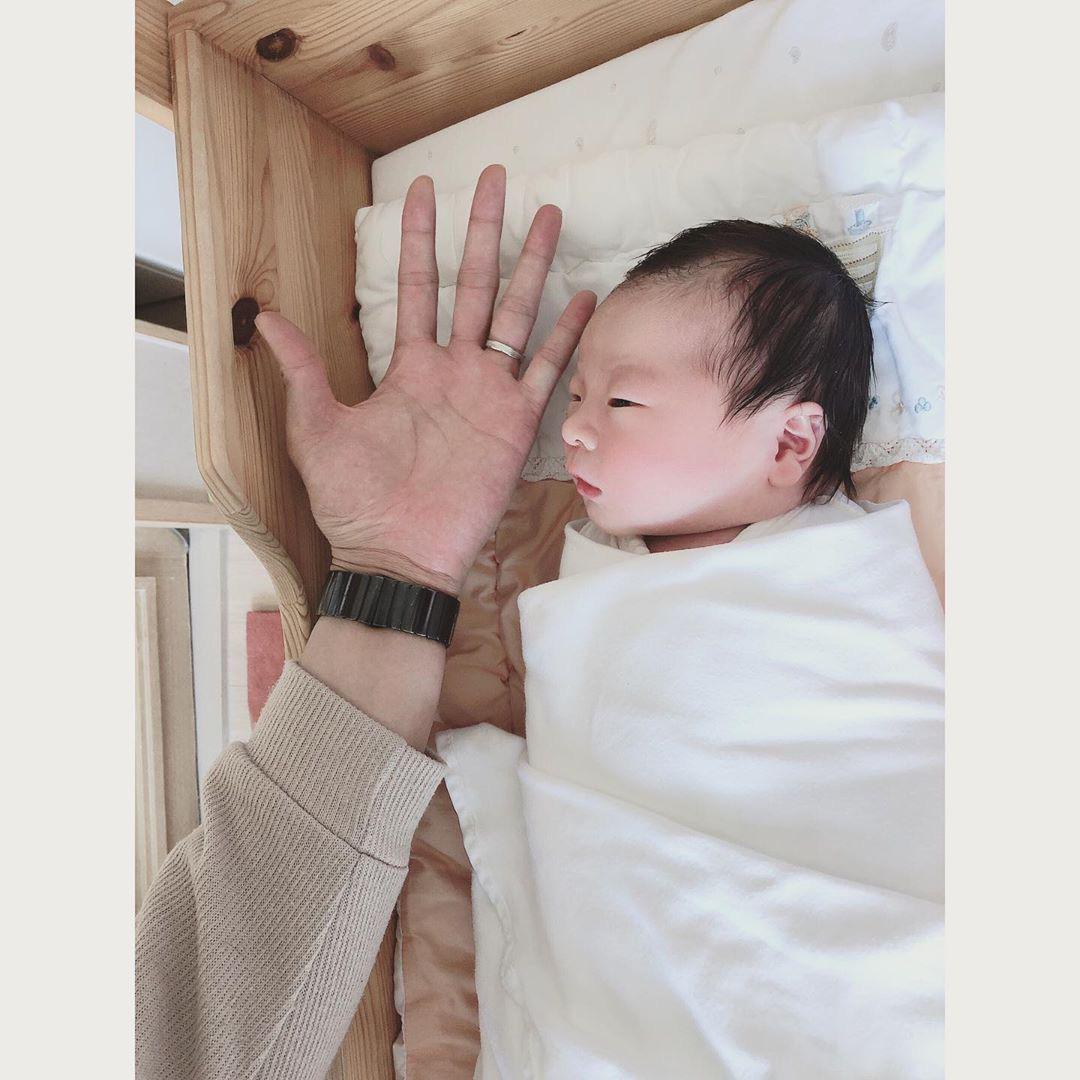 Cựu thành viên bị bắt nạt của T-ara đã hạ sinh con trai đầu lòng, cảnh ông xã soái như tài tử chăm con chiếm spotlight - Ảnh 4.