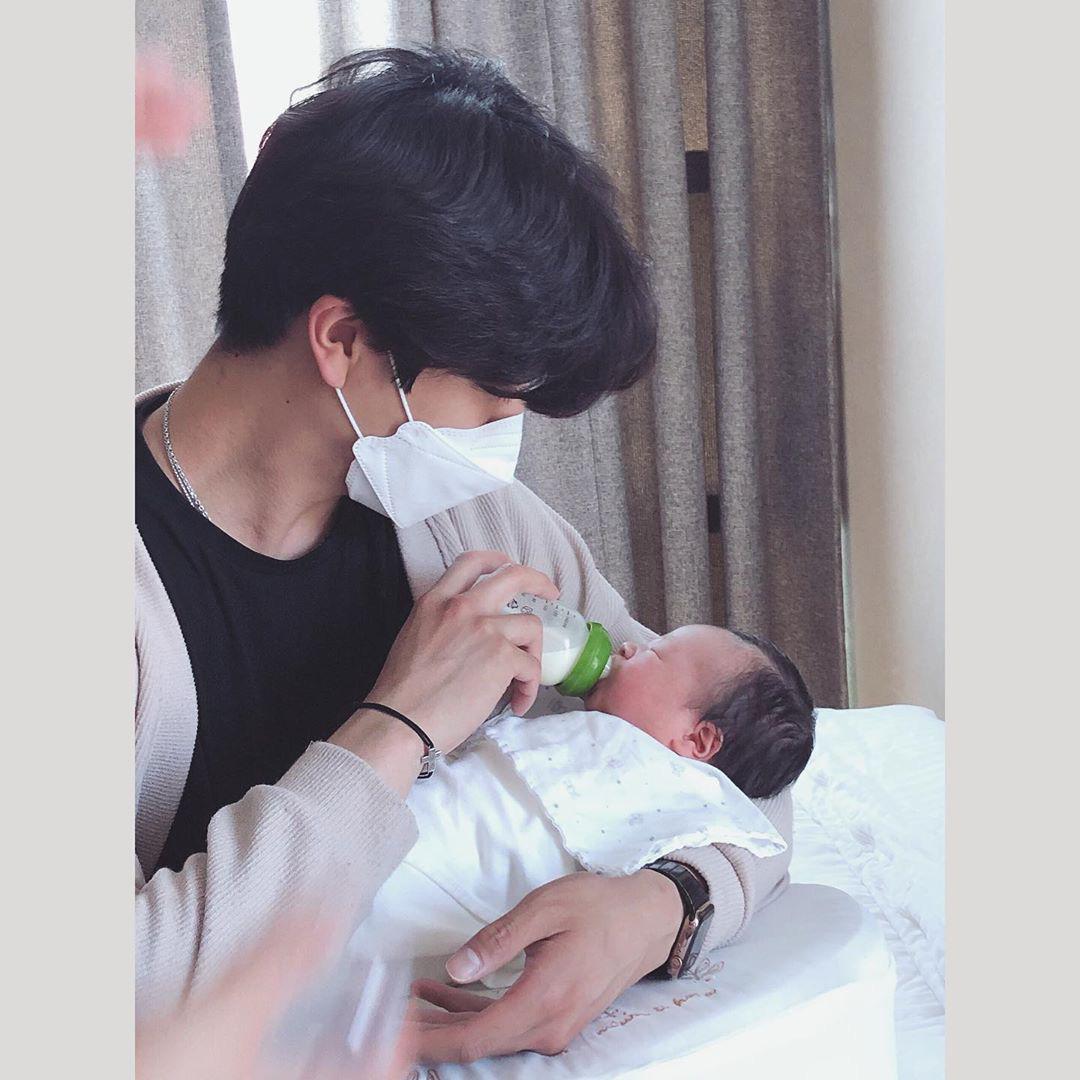 Cựu thành viên bị bắt nạt của T-ara đã hạ sinh con trai đầu lòng, cảnh ông xã soái như tài tử chăm con chiếm spotlight - Ảnh 3.