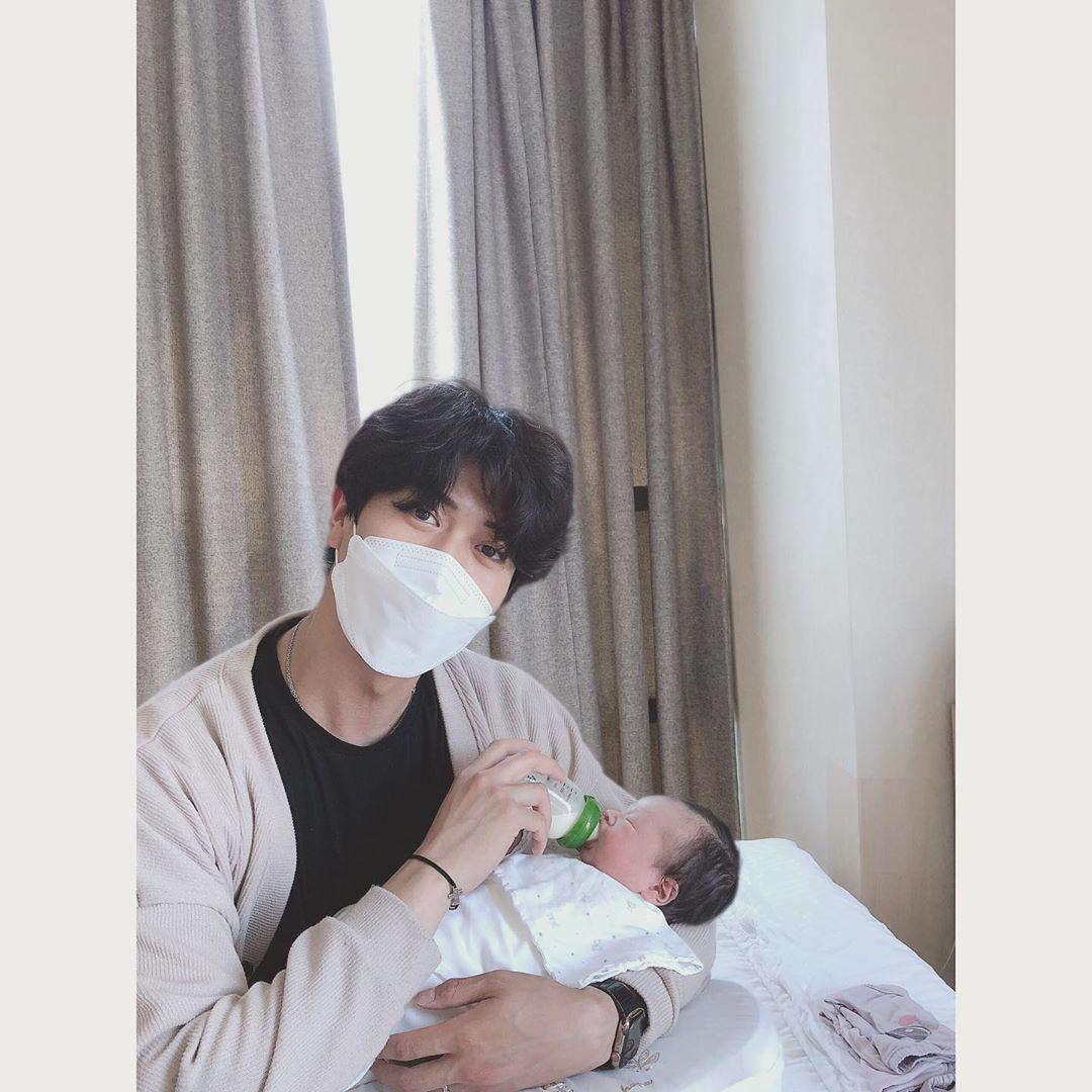 Cựu thành viên bị bắt nạt của T-ara đã hạ sinh con trai đầu lòng, cảnh ông xã soái như tài tử chăm con chiếm spotlight - Ảnh 2.