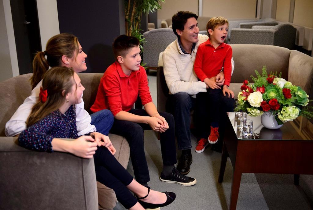 """""""Ủng hộ nữ quyền!"""" - Lời khuyên sâu sắc của thủ tướng Canada dành cho bố mẹ đang tìm cách để nuôi dạy con trai trở thành những quý ông thực thụ trong tương lai - Ảnh 1."""