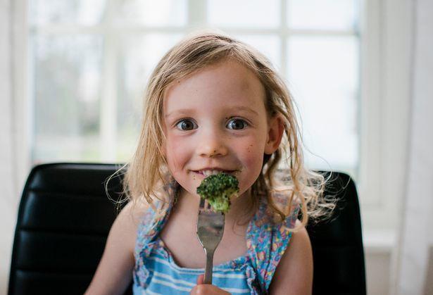 """5 tuyệt chiêu """"trị"""" trẻ lười ăn rau quả - Ảnh 2."""