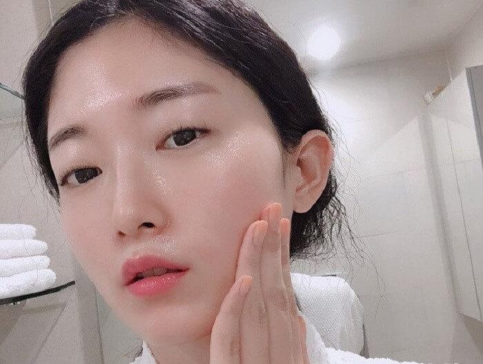"""Bậc thầy làm đẹp của Nhật Bản, bà Chizu Saeki qua đời ở tuổi 76, truyền lại cho phái đẹp toàn cầu bước skin care """"cải lão hoàn đồng"""" chỉ trong 3 phút - Ảnh 5."""