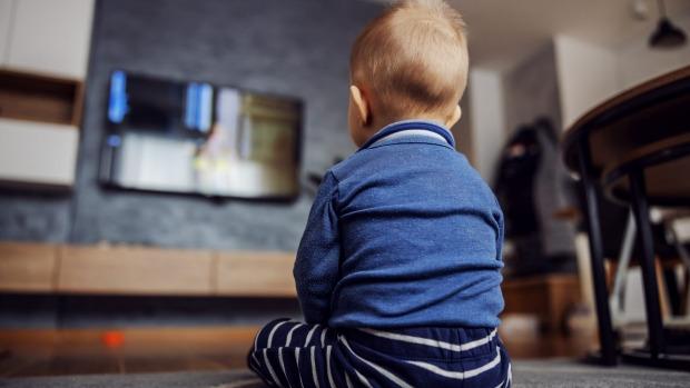 Muốn giảm được thời gian con xem TV, chơi điện thoại, bỏ túi ngay mẹo siêu hay ho này - Ảnh 1.