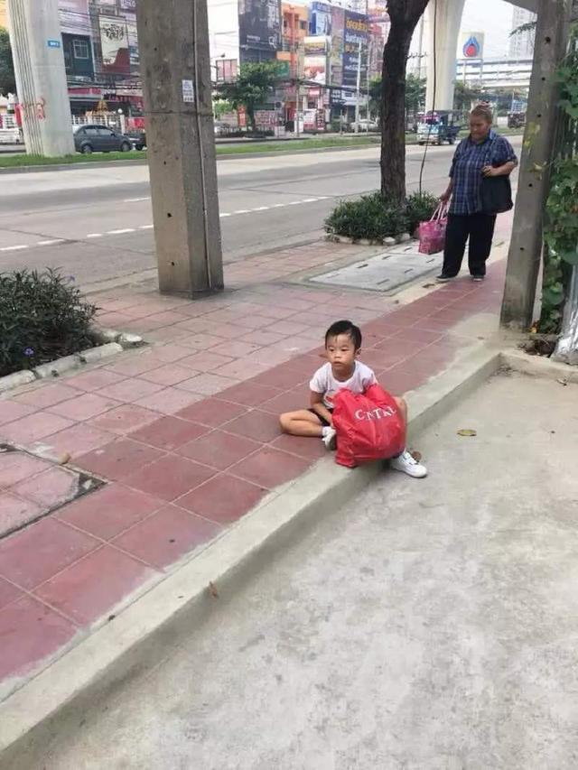 Con trai lười học không chịu làm bài tập về nhà, mẹ không cần đánh mắng mà chỉ cần xử lý
