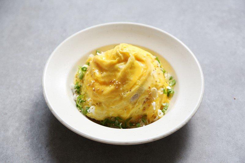 Bí quyết làm cơm chiên trứng lốc xoáy ngon đẹp như nhà hàng hóa ra lại dễ dàng đến vậy! - Ảnh 5.