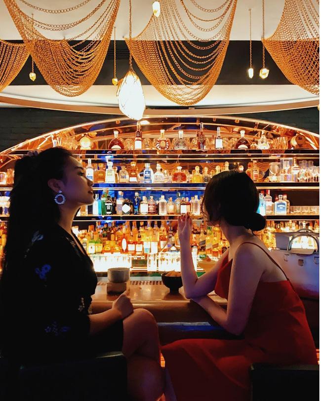 Cứ đến cuối tuần là tâm trạng lại tan chậm? Hà Nội có 3 quán pub vừa tình vừa chill giúp chị em giải khuây, lúc đi hết mình lúc về hết buồn - Ảnh 1.