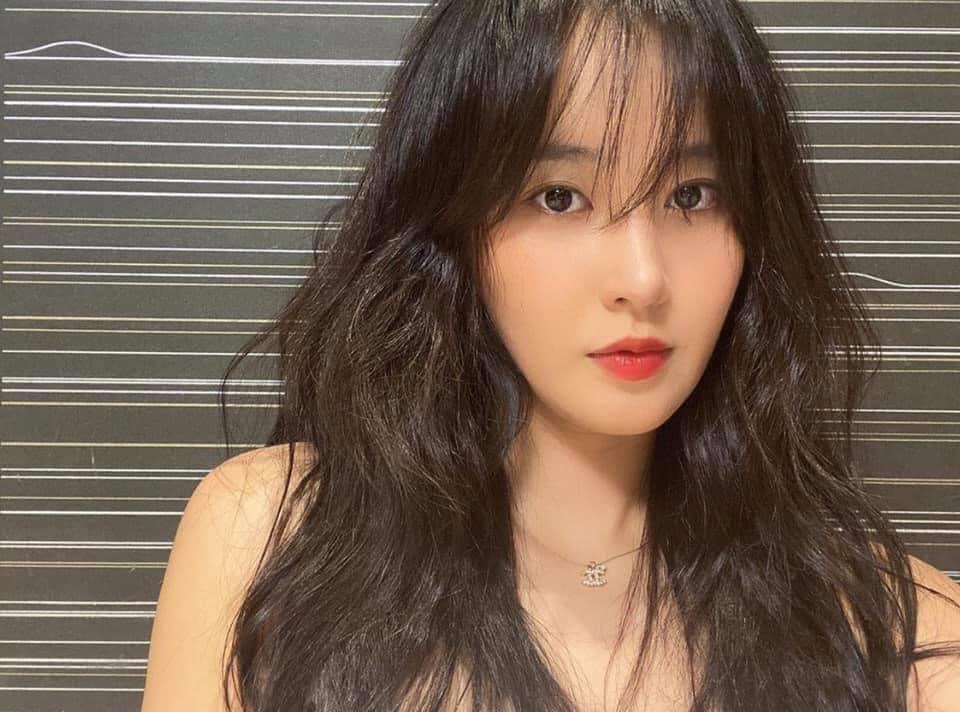 Cô nàng kín tiếng nhất SNSD: Yuri tái xuất sang chảnh rụng rời, không thể ngờ nhan sắc tuổi 30 lại khiến fan điên đảo như vậy - Ảnh 2.