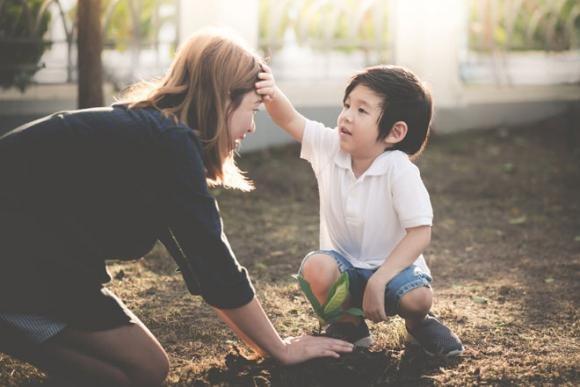 Bố mẹ chăm chút dạy con bao nhiêu cũng thành