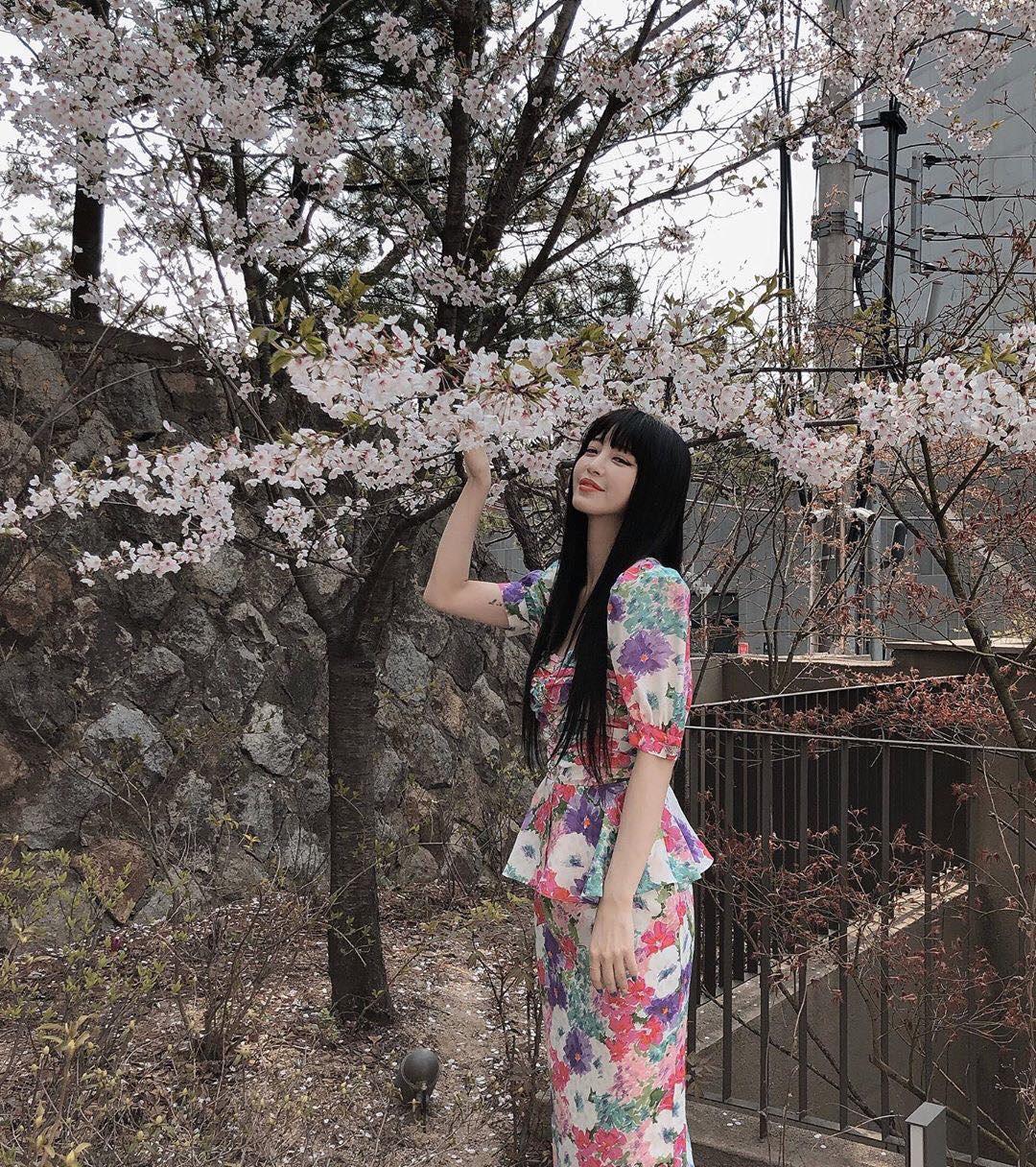 Cùng diện váy sến súa nhưng Han Ye Seul vẫn sang chảnh, quay sang Joy thắm thơm thấy thương  - Ảnh 2.