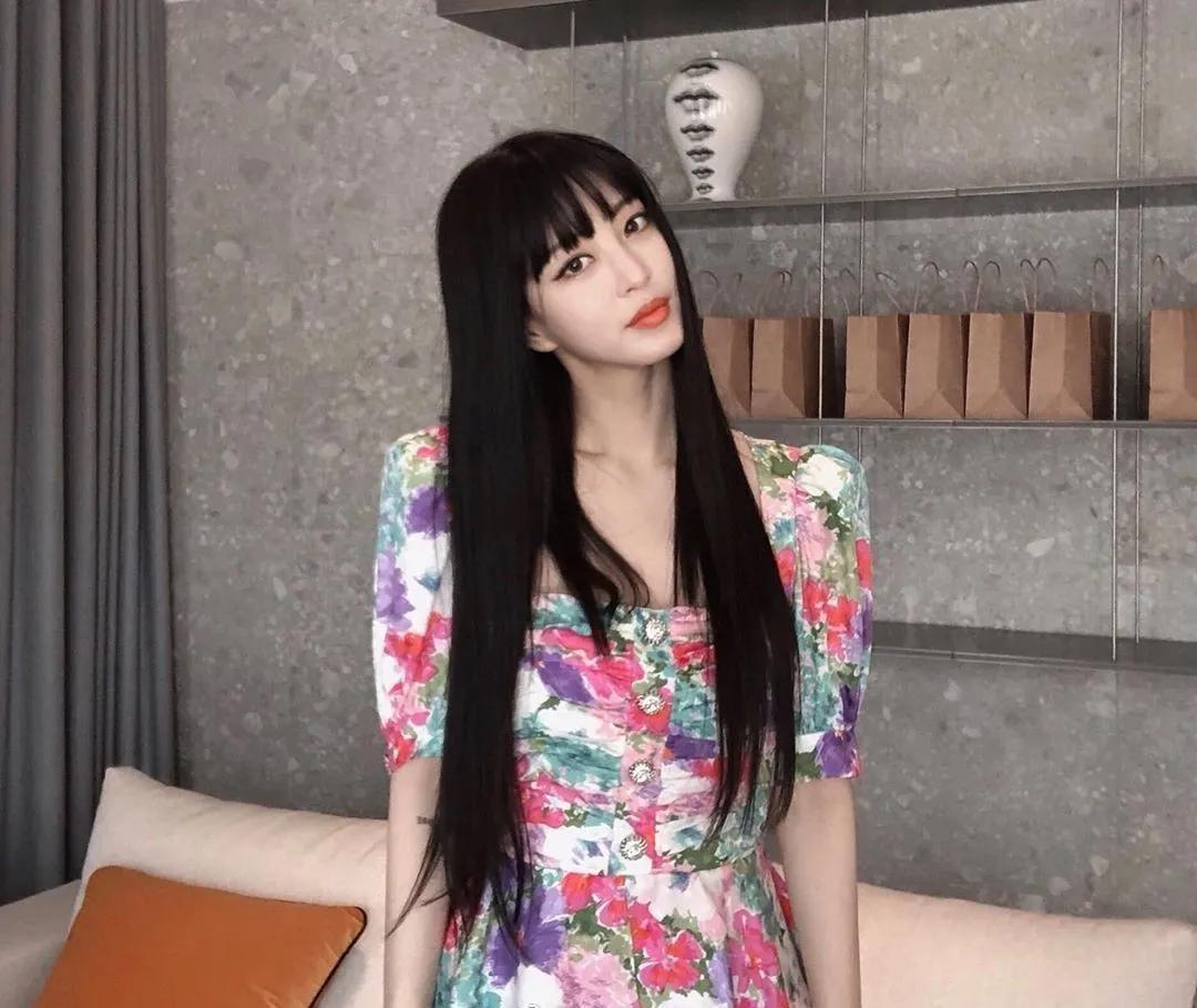 Cùng diện váy sến súa nhưng Han Ye Seul vẫn sang chảnh, quay sang Joy thắm thơm thấy thương  - Ảnh 1.