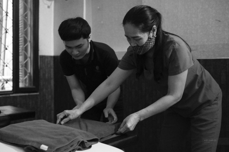 Chuyện của cô Lụa ô sin: Con cái phụng dưỡng đủ đầy vẫn đến Hà Nội để làm bàn tay và đôi mắt cho những người khiếm thị - Ảnh 11.