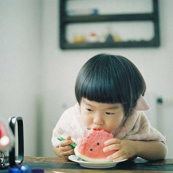 Con gái 4 tuổi đột ngột sốt cao và đi ngoài ra máu, người mẹ khóc ngất vì một sai lầm khi cho con ăn dưa hấu trong hè nhiều người phạm phải - Ảnh 2.