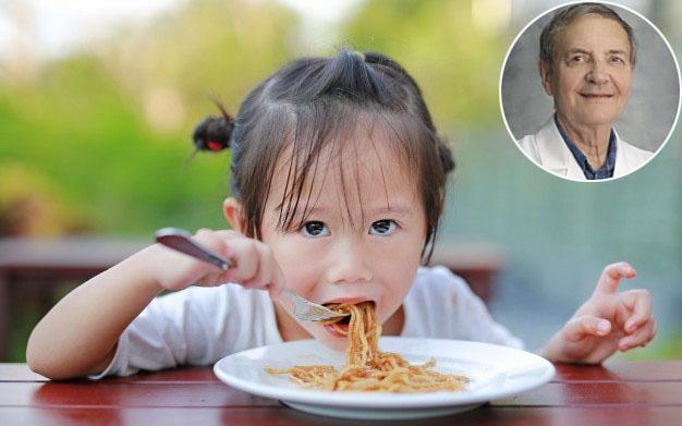 2 NÊN, 2 TRÁNH để bố mẹ nuôi dưỡng những đứa trẻ ăn uống khỏe mạnh