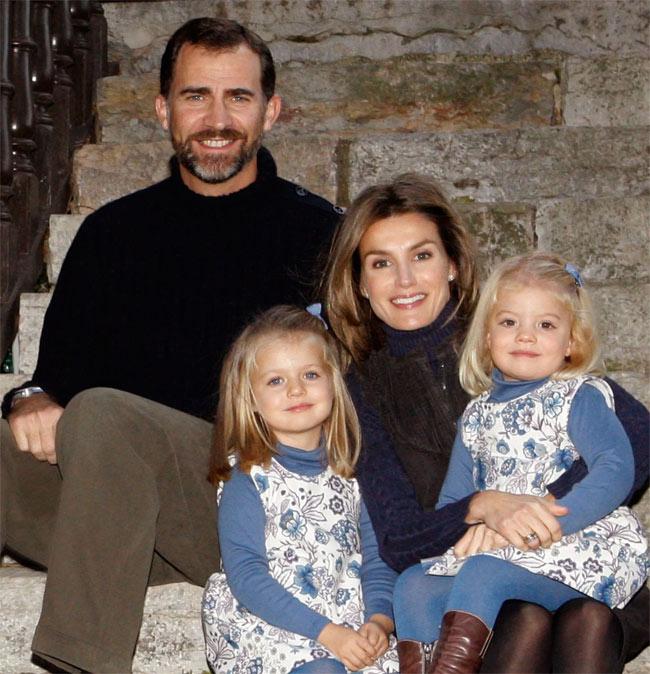 Ngay từ nhỏ công chúa Tây Ban Nha đã được giáo dục nghiêm khắc và kỷ luật như thế này. Muốn trở thành nữ hoàng trong tương lai không phải là điều dễ dàng! - Ảnh 1.
