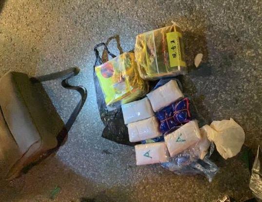 Nữ quái điều hành đường dây cho ma túy vào túi mận gửi qua xe khách - Ảnh 2.