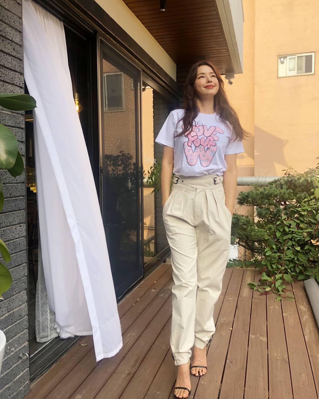 """""""Hoa hậu Hàn đẹp nhất thế giới"""" Honey Lee với style đời thường đối lập khi dự sự kiện - Ảnh 10."""
