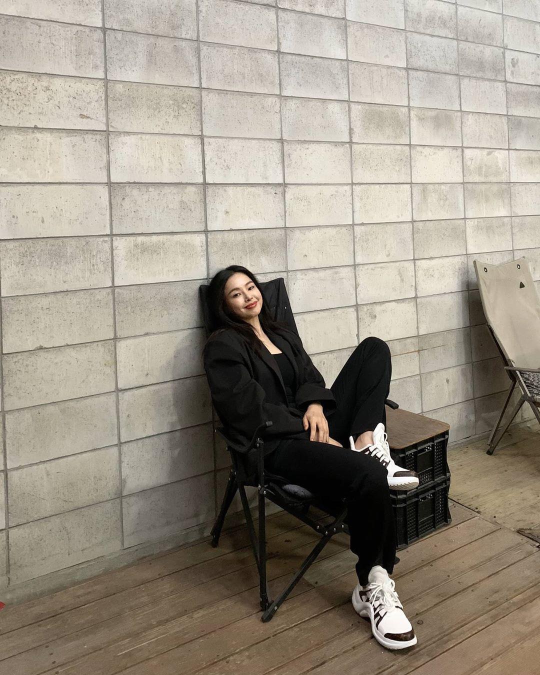 """""""Hoa hậu Hàn đẹp nhất thế giới"""" Honey Lee với style đời thường đối lập khi dự sự kiện - Ảnh 9."""