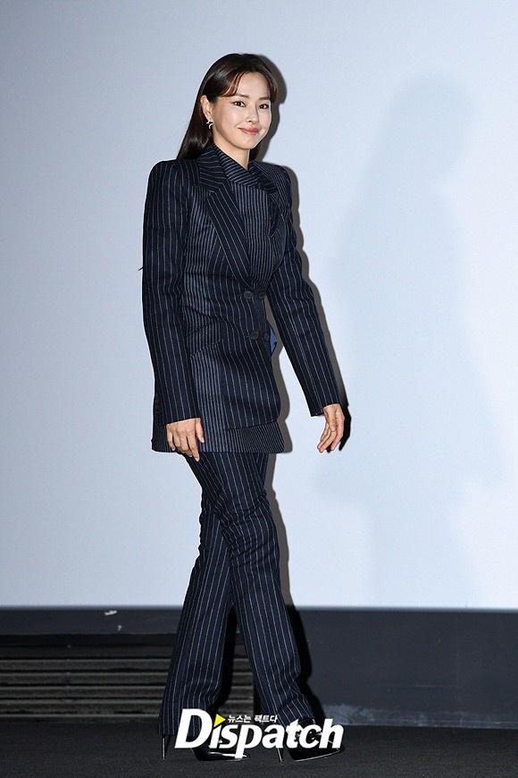 """""""Hoa hậu Hàn đẹp nhất thế giới"""" Honey Lee với style đời thường đối lập khi dự sự kiện - Ảnh 4."""
