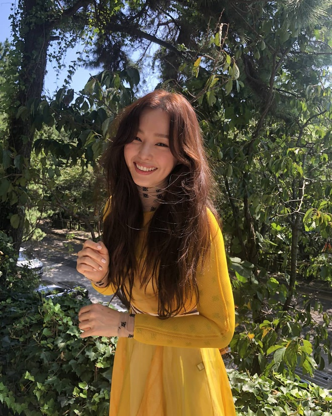 """""""Hoa hậu Hàn đẹp nhất thế giới"""" Honey Lee với style đời thường đối lập khi dự sự kiện - Ảnh 8."""