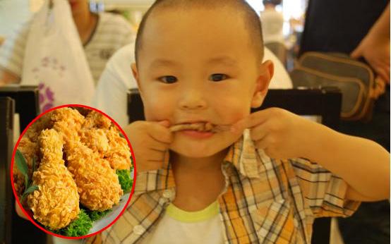 """Bé trai 5 tuổi bị hoại tử ruột sau bữa ăn, bác sĩ cảnh báo 3 món ăn """"độc hại"""" không nên cho trẻ ăn quá nhiều"""