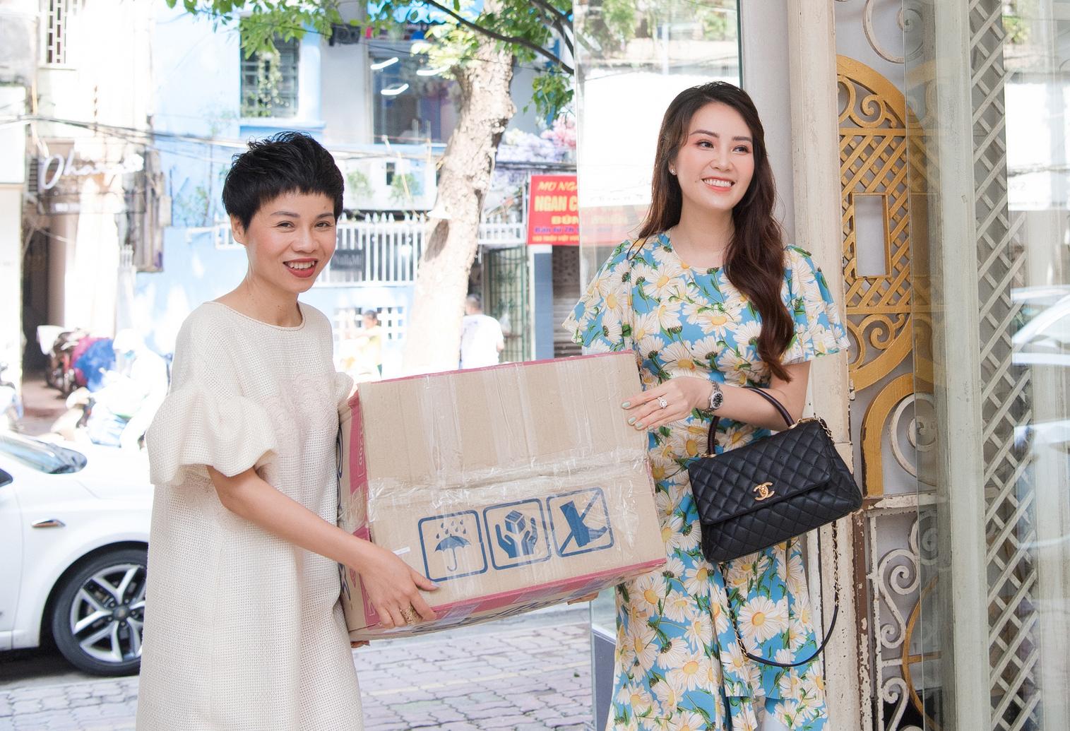 Á hậu Thụy Vân quyên góp trang phục cũ ủng hộ chiến dịch tái chế của NTK Xuân Lê - Ảnh 3.