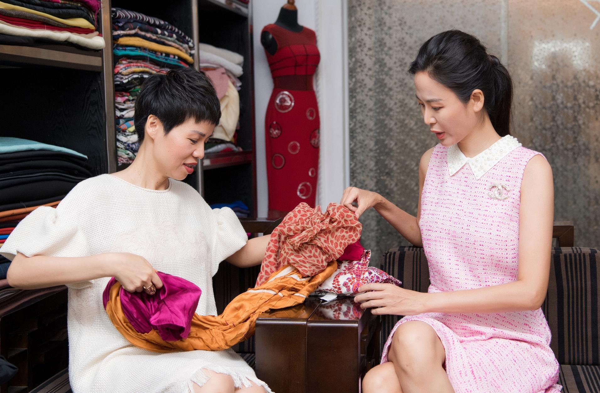 Á hậu Thụy Vân quyên góp trang phục cũ ủng hộ chiến dịch tái chế của NTK Xuân Lê - Ảnh 4.