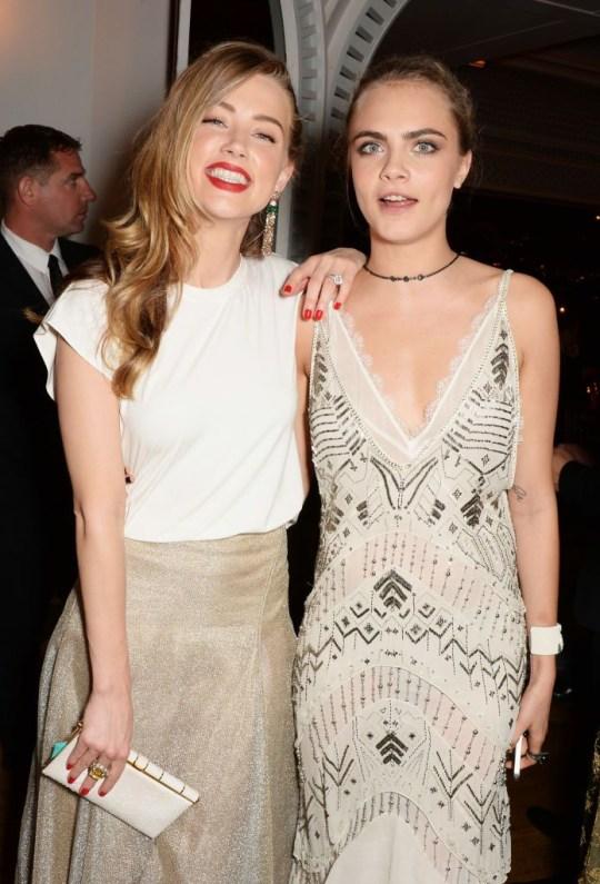 Amber Heard bị tố từng quan hệ tập thể cả nam lẫn nữ ngay trên giường của Johnny Depp - Ảnh 2.