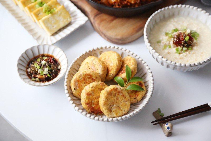 Làm sữa đậu nành xong đừng bỏ bã, hãy học ngay người Hàn cách làm món bánh siêu ngon này - Ảnh 6.