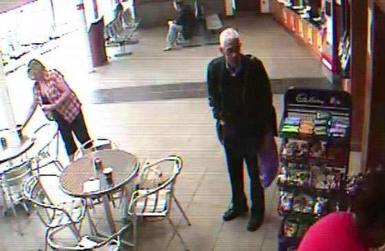 Bí ẩn về người đàn ông mang túi xách màu tím, thoắt ẩn thoắt hiện rồi đột ngột tử vong để lại cho thế giới nhiều câu hỏi không có câu trả lời - Ảnh 4.