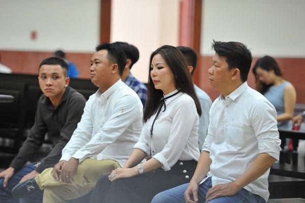 Xét xử vụ bác sĩ Chiêm Quốc Thái bị vợ cũ thuê người truy sát: VKS đề nghị hủy toàn bộ án sơ thẩm để điều tra lại - Ảnh 2.