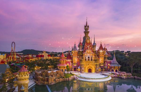 Giải mã sức hấp dẫn của công viên chủ đề lớn nhất Việt Nam - Ảnh 1.