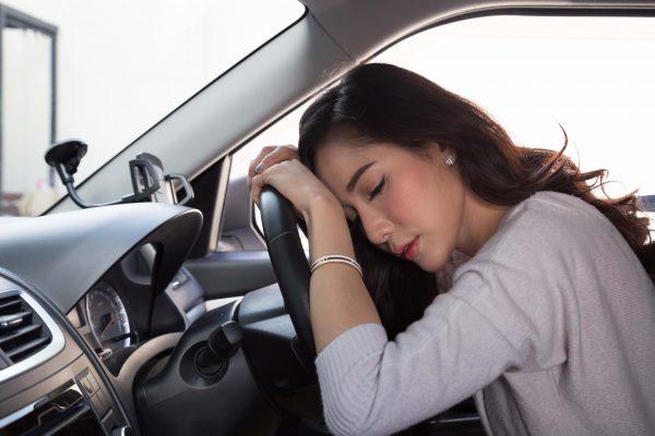 Nguy cơ sốc nhiệt do dùng điều hòa sai cách khi lái xe ô tô ngày nắng  - Ảnh 1.