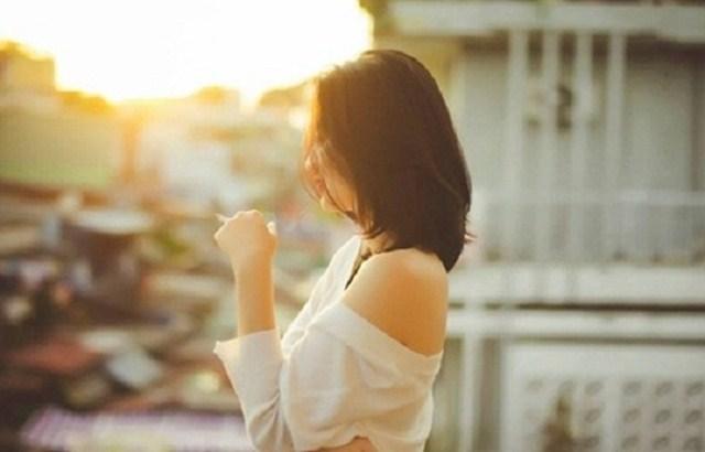 Về nhà mang theo hương nước hoa của người phụ nữ khác, vợ đón chồng bằng nụ cười và câu nói cả đời khó quên - Ảnh 1.