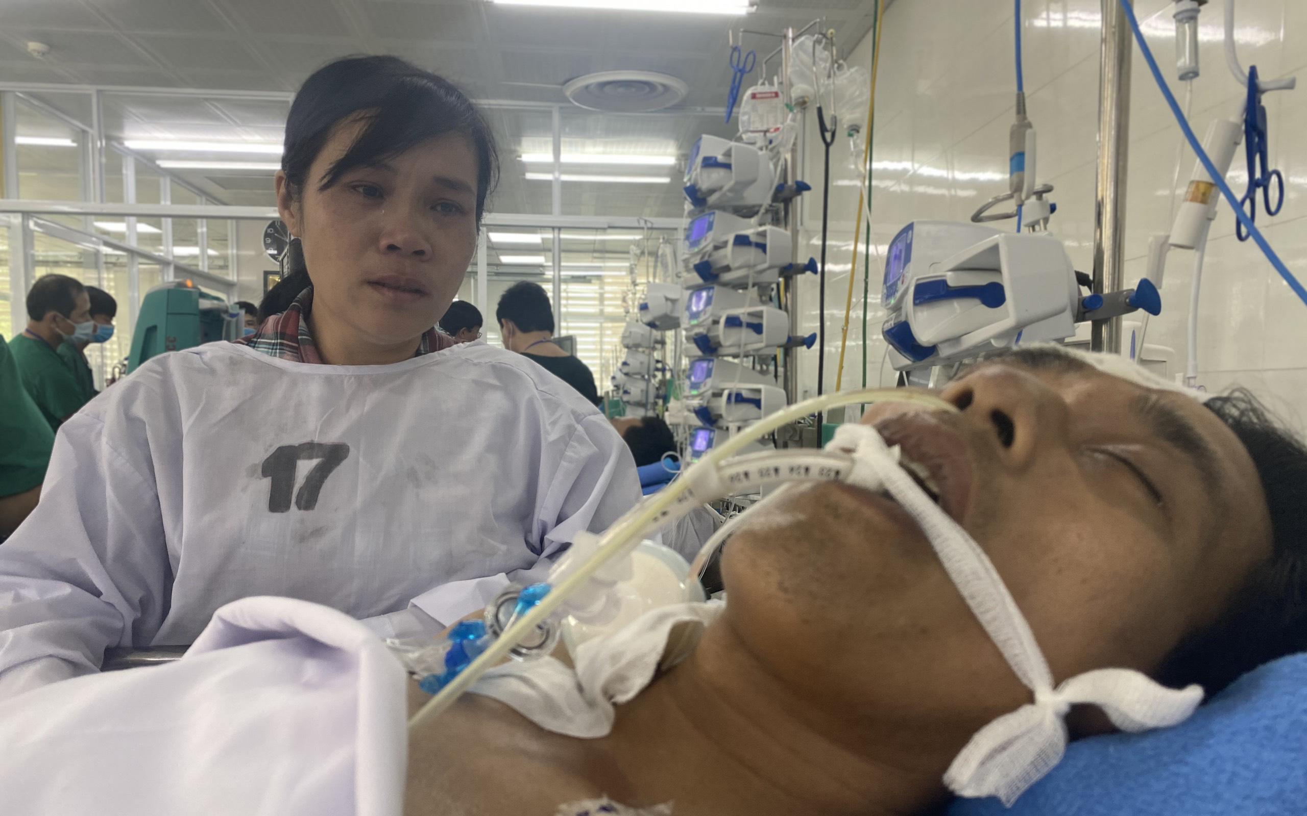 Chồng vừa rời quê đi làm mướn thì gặp cơn bạo bệnh, vợ nghèo 5 con nước mắt ngắn dài bất lực