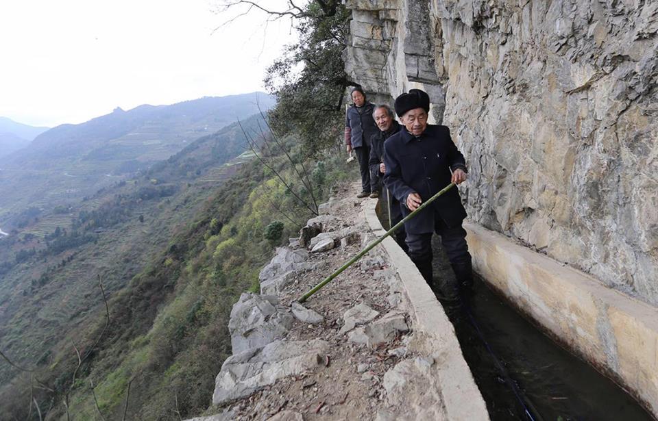 Khâm phục cụ ông dành 36 năm cuộc đời đào mương xuyên 3 quả núi để dẫn nước về làng - Ảnh 4.