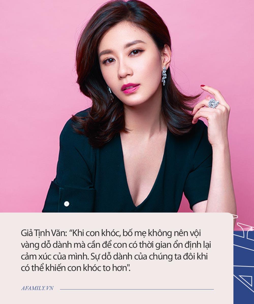 Con gái đẩy em ngã chổng vó, nữ diễn viên nổi tiếng chỉ hỏi đúng 1 câu mà khiến dân tình rần rần ngợi khen  - Ảnh 6.