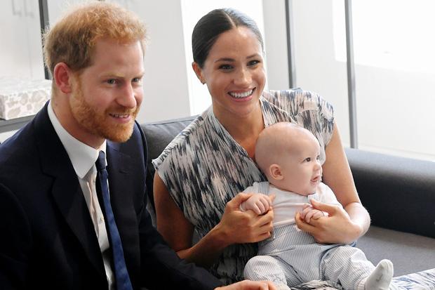 Nước cờ toan tính khác của Meghan khi đến Mỹ: Nếu Harry đòi ly dị, số phận của bé Archie sẽ khó quay lại Anh vì lý do này - Ảnh 2.