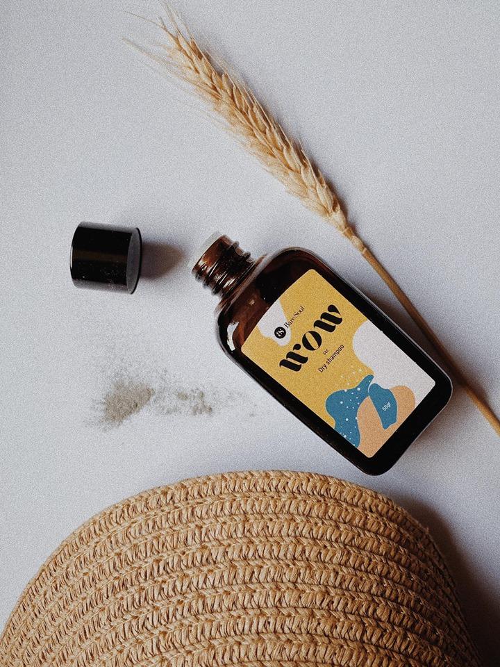 Trải nghiệm bột gội khô của một thương hiệu Việt, tôi khá hài lòng về cả mùi hương và hiệu quả - Ảnh 2.