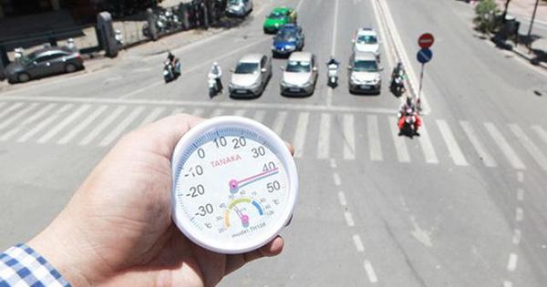 Hà Nội nắng nóng đặc biệt gay gắt với nhiệt độ trên 39 độ C và các cảnh báo của chuyên gia - Ảnh 1.
