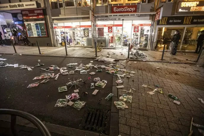 Cảnh sát Đức bắt hàng chục người sau vụ bạo loạn tại Stuttgart - Ảnh 1.