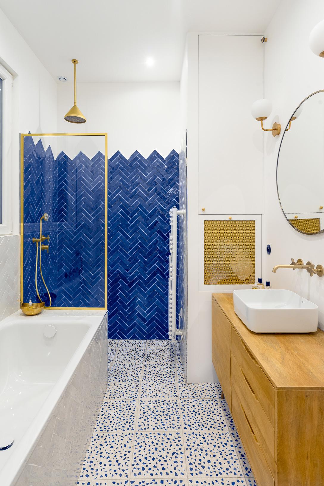 Những bí mật trang trí tường phòng tắm tạo nên không gian vui nhộn, đặc sắc - Ảnh 8.